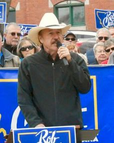 Rob_Quist_speaking_03